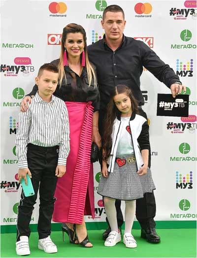Бородина с мужем и детьми