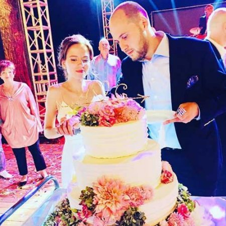 Сын Гузеевой женился на своей давней подруге